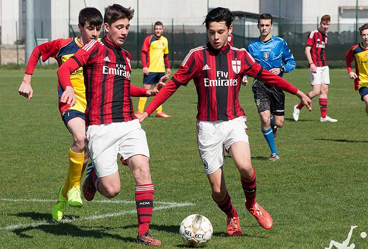 AC Milan 2015 young players with Fly Emirates jersey