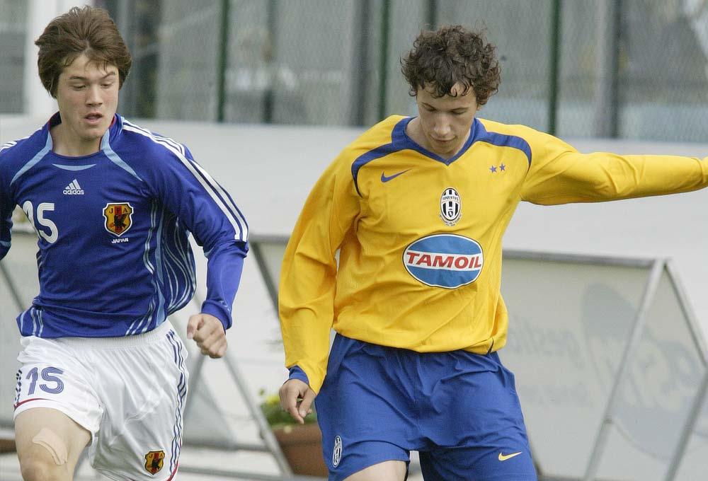 Japan and Juventus con maglia gialla tamoil