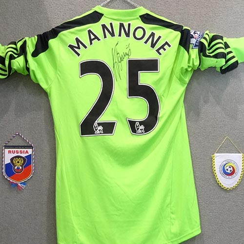 fluo jersey of vito mannone signed