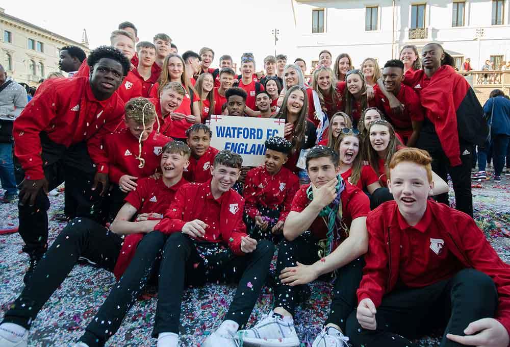 watford fc con ragazze della nazionale di pallavolo inglese a pordenone nel 2019